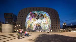 Waarom de Rotterdamse Markthal gewoon een chique vreetkeet is